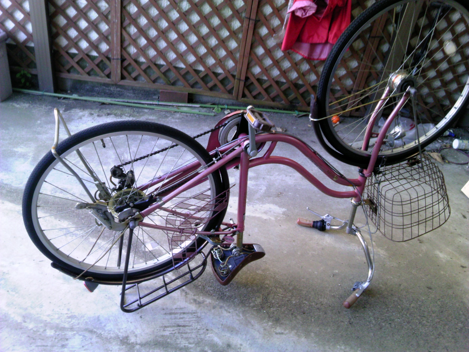 自転車をひっくり返す